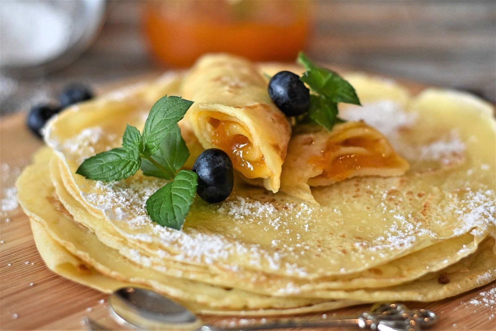 english pancakes with fruit